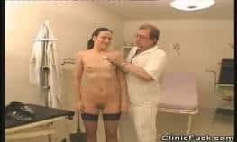 imagen doctor pervertido se aprovecha de una pacient