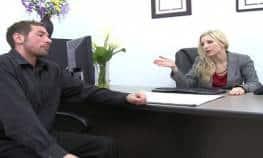 imagen Teniendo sexo en la oficina con mi jefa rubia