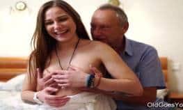 imagen Abuelo y nieta tienen una sesion de sexo