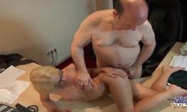 imagen abuelo teniendo sexo gratis con rubia 19