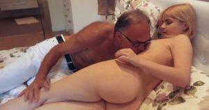 imagen Rubia de 18 años le da placer a su querido abuelo