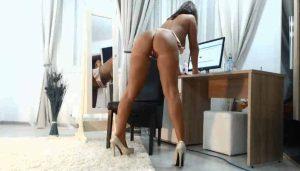 imagen Madre milf se mastruba en frente de webcam