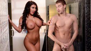 imagen August infiel tiene sexo duro con Xander Corvu amigo de su esposo