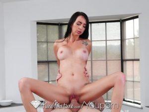 imagen Joven recibe masaje y sexo para una chica muy guarra
