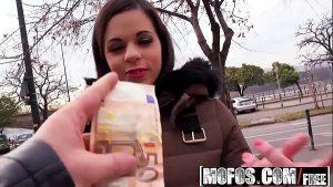 imagen Inocente estudiante se deja coger por 1 par de euros